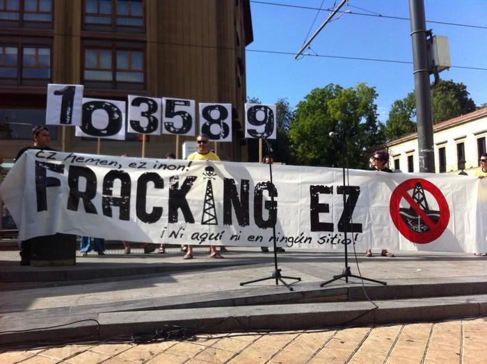 Frackingaren inguruko jarrera argia erakusteko eskatu diote Jaurlaritzari