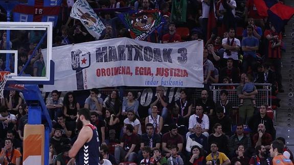 Martxoaren 3ko pankarta batengatik, Baskoniako bi zale identifikatu dituzte