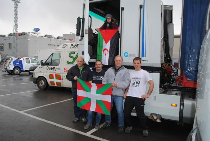 Tindouferako karabana solidarioa abiatu da Gasteiztik