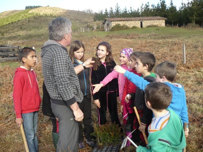 Gertu dute Aramaion naturaren jarduna uztartzen duen programa