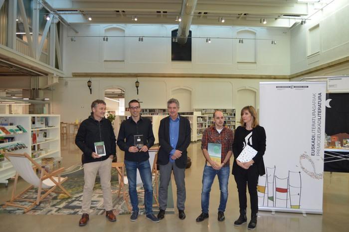 Mikel Valverde arabarrak irabazi du Euskadi Saria, ilustrazio atalean