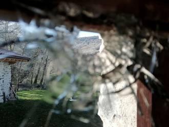 Ezker Abertzaleko familia baten etxebizitzaren aurka tiro bat bota dutela salatu dute