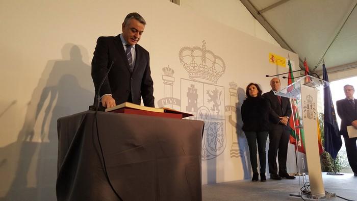 Javier de Andresek akordioak egiteko eskua luzatuta hartu du Espainiako Gobernuko EAEko ordezkari kargua