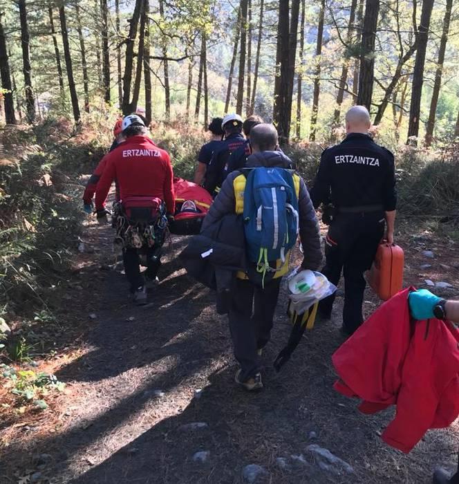 Motozikleta batek bi pertsona harrapatu ditu Luiaondon, eta ihes egin du