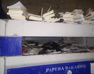 Zanbranako liburutegia itxi eta liburuak edukiontzira bota dituztela salatu du EAJk