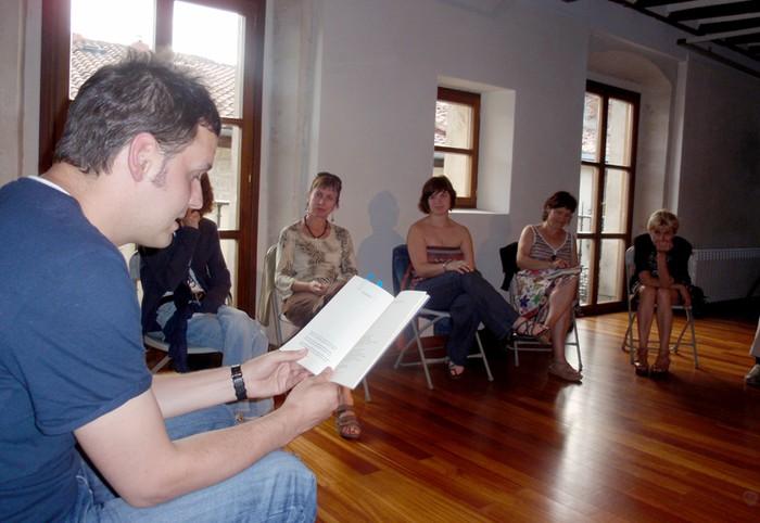 Azaroan ekingo diote Literatur Txokoari