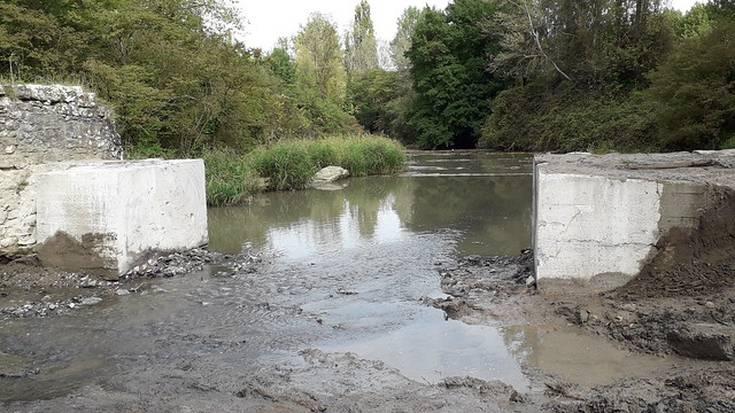 Uraren Euskal Agentziak presa txiki bat bota du Nerbioin, Refor inguruan