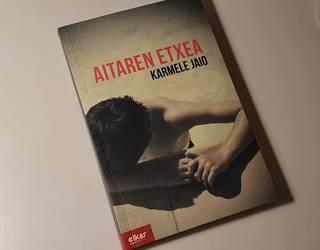 """Karmele Jaioren """"Aitaren etxea"""" liburua"""