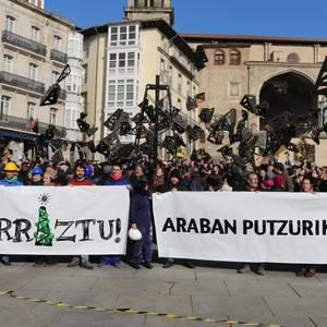 Armentia-2 putzuaren aurkako protesta egin dute Gasteizen