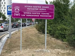 'Gasteiz, eraso matxisten aurka', hiriko sarrera nagusietan