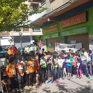 250 umek korrika egin dute Errotan, kultur aniztasunaren alde
