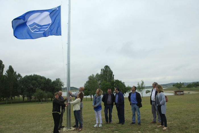 Bandera Urdina prest Garaio eta Landako hondartzetan