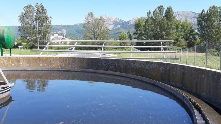 Asparrenak panel foltovoltaikoak instalatuko ditu araztegian, energia aurrezteko