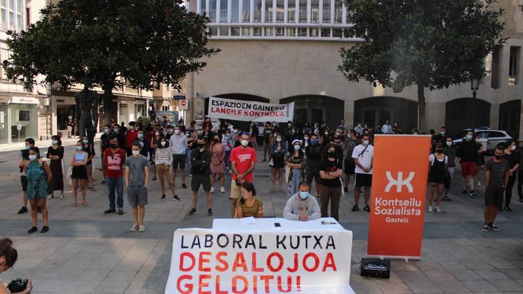 Gasteizko Zentro Sozialistaren desalojoa atzeratu du Laboral Kutxak
