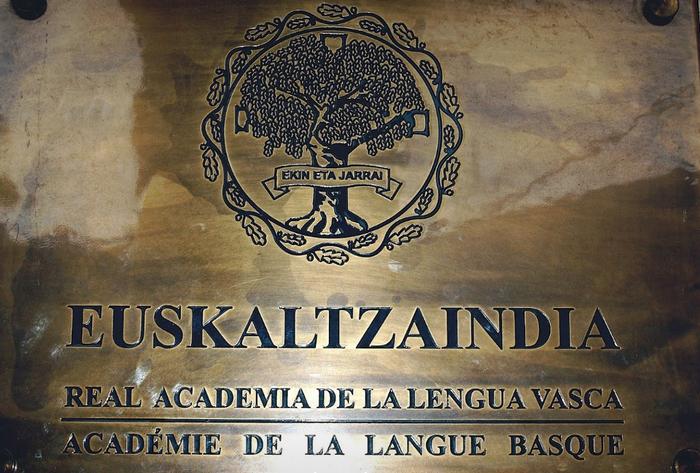 Arabako Domina jasoko dute Euskaltzaindiak eta Eusko Ikaskuntzak