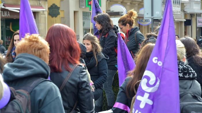 Mugimendu feministaren aurkako isunak salatu dituzte