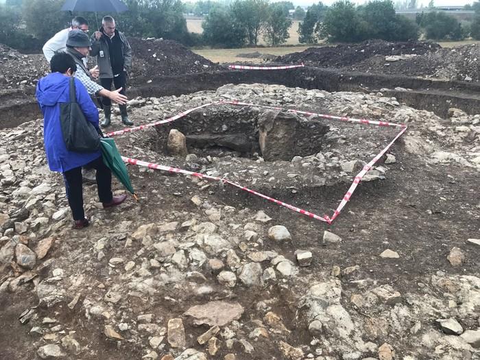 Monumentu megalitiko baten hondakinak aurkitu dituzte Eskalmendin
