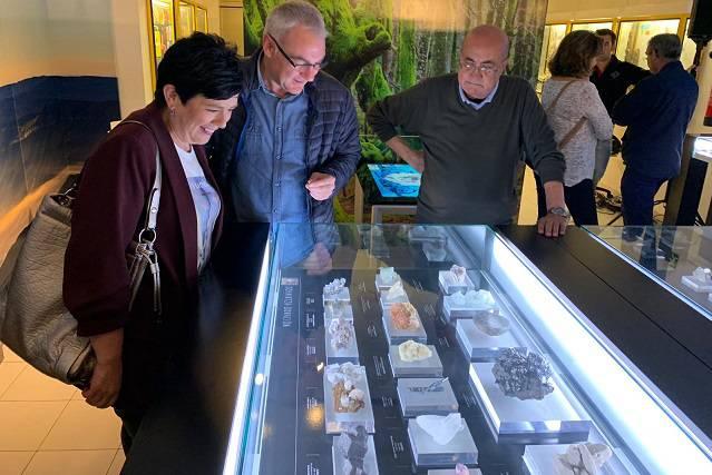 Mineral bilduma garrantzitsua jaso du Natura Zientzien Museoak