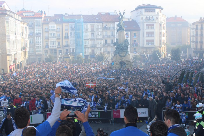Alaves taldeari harrera egingo diote gaur Andre Mari Zuriaren plazan
