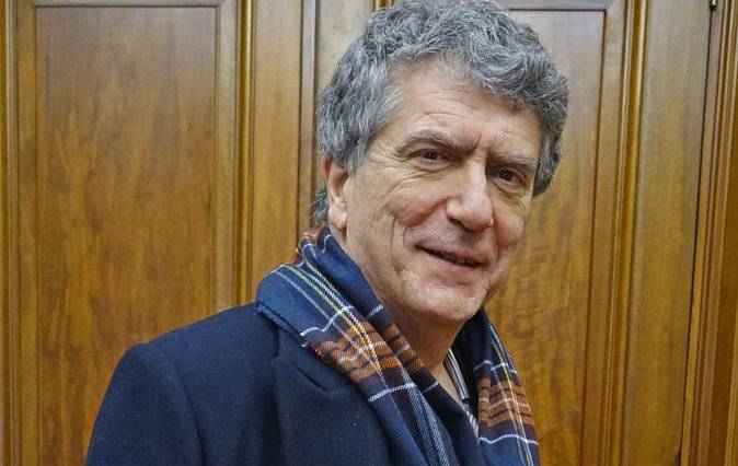 Roberto Gonzalez de Viñaspre euskaltzain oso izendatu dute