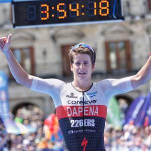 Ivan Alvarez eta Julia Mai, Gasteizko triatloian garaile