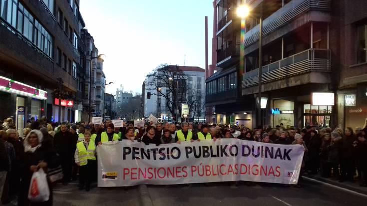 """""""Pentsio duinen"""" aldeko mobilizazio zabala izan da Gasteizko kaleetan"""