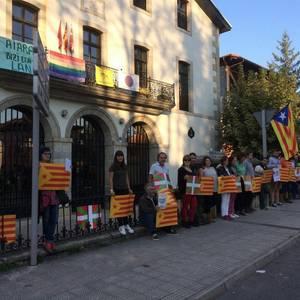 Kataluniari elkartasuna adierazteko, hamaika elkarretaratze izan dira