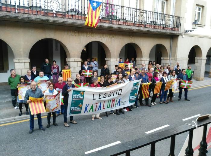 Estelada kendu dute Legution, Espainiako ordezkaritzaordearen aginduz