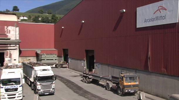 Arcelor Mitallek Aguraingo lantegia itxiko du urte hasieran
