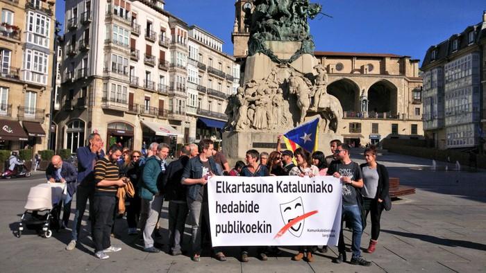 Komunikabideetako langileek Kataluniako hedabide publikoei elkartasuna adierazi diete