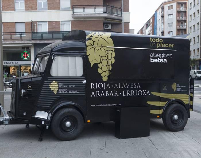Janari-furgonetak jartzeko baimenak emateko deialdia ireki dute Gasteizen