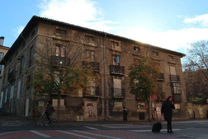 Etxebizitza turistikoak baimenduko dituzte Gasteizko Alde Zaharreko eraikin osoetan