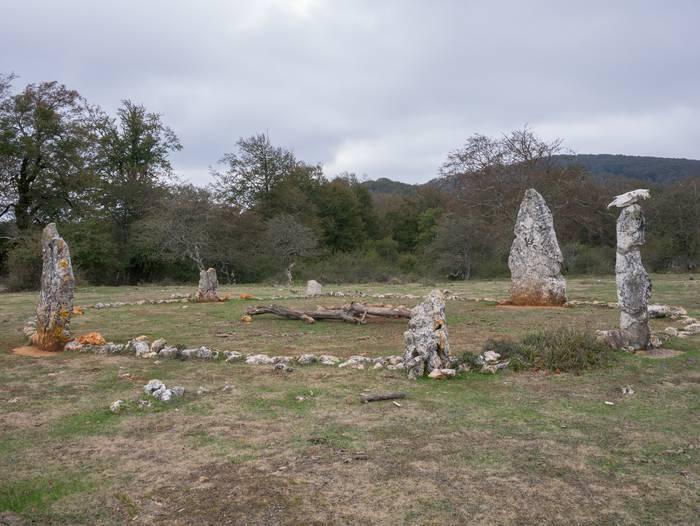 Legaire parke megalitikoa lehengoratzeko asmoa dute