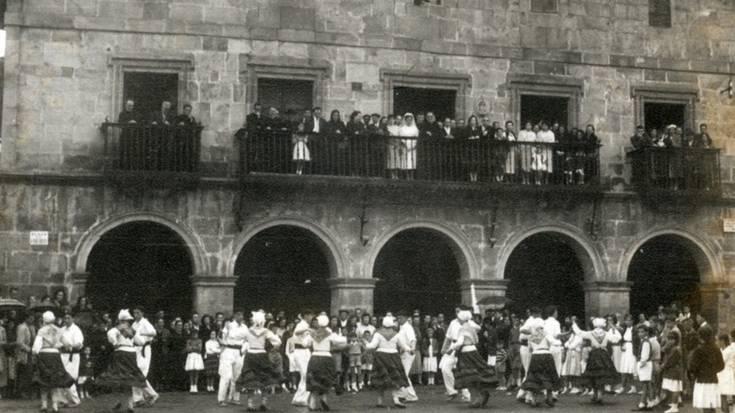 Herriko argazki historikoak bildu nahi dituzte Aramaion