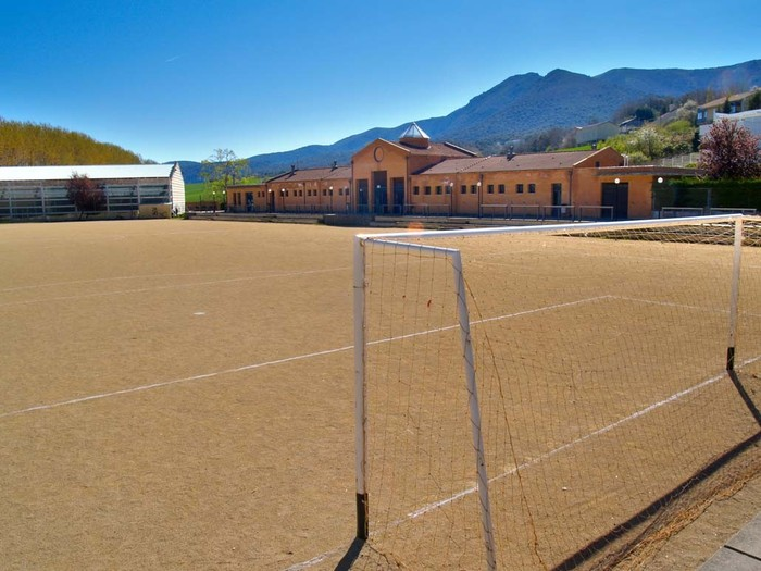 Irailerako izango dute prest Kanpezuko futbol zelaia
