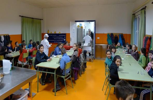 Aramaioko San Martin eskolan murrizketak salatu dituzte