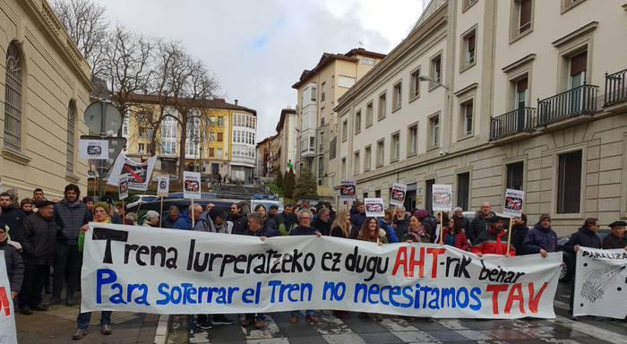 """AHTari buruzko """"kontraesanak"""" berretsi dituzte Europako Legebiltzarrean"""