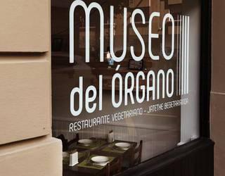 Museo del Organo jatetxe begetarianoan bazkaria